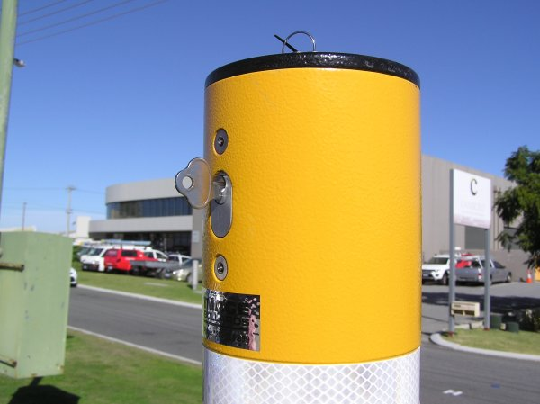 Dugite Gold – Retractable Bollard